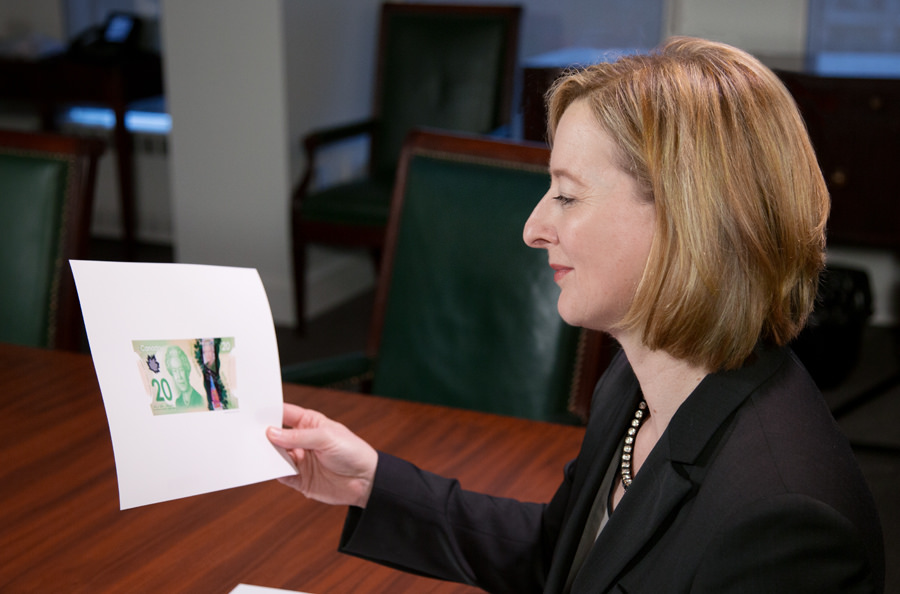 SDG Carolyn Wilkins reviews her signature on a bank note proof: the 13th SDG to have that honour.